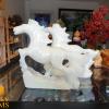 Ngựa đá trắng phong thủy